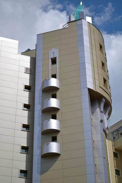 Изготовление скругленных элементов фасада